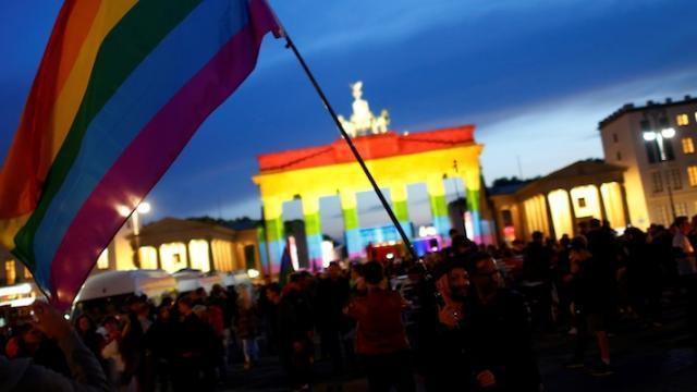 L'Allemagne devient le 12e pays de l' UE à légaliser le mariage homosexuel
