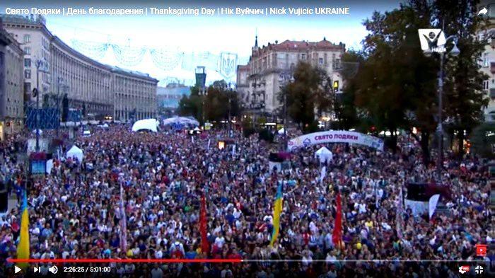 A Kiev, Nick Vujicic Bouge 160 000 Ukrainiens pour célébrer la Réforme