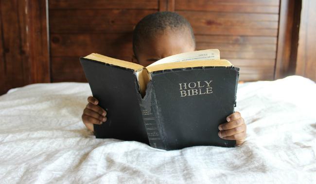 Education: Les enfants qui lisent la Bible gardent leur foi à l'âge adulte