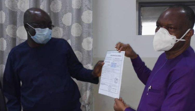 Bénin : l'église évangélique fait un don au ministère de la santé pour lutter contre le COVID-19