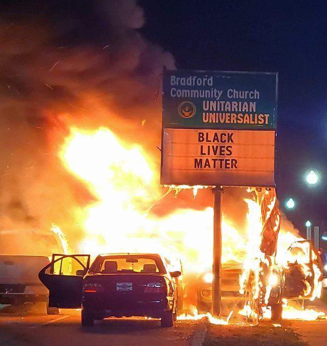 USA : une église sauvée de justesse d'un incendie en marge d'émeutes liées au mouvement BLM