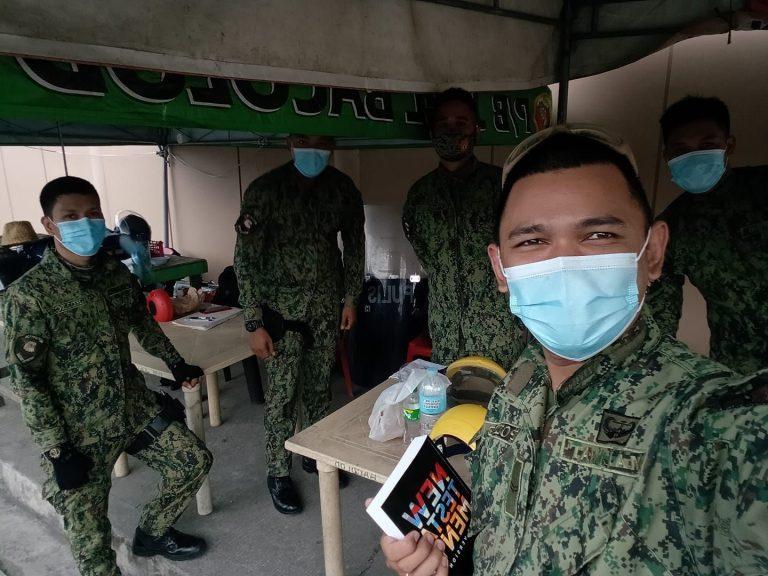Philippines : un policier chrétien évangélise ses collègues dans un bus