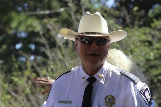 USA : Un groupe d'athéistes force un shérif à supprimer les messages chrétiens qu'il poste sur Facebook